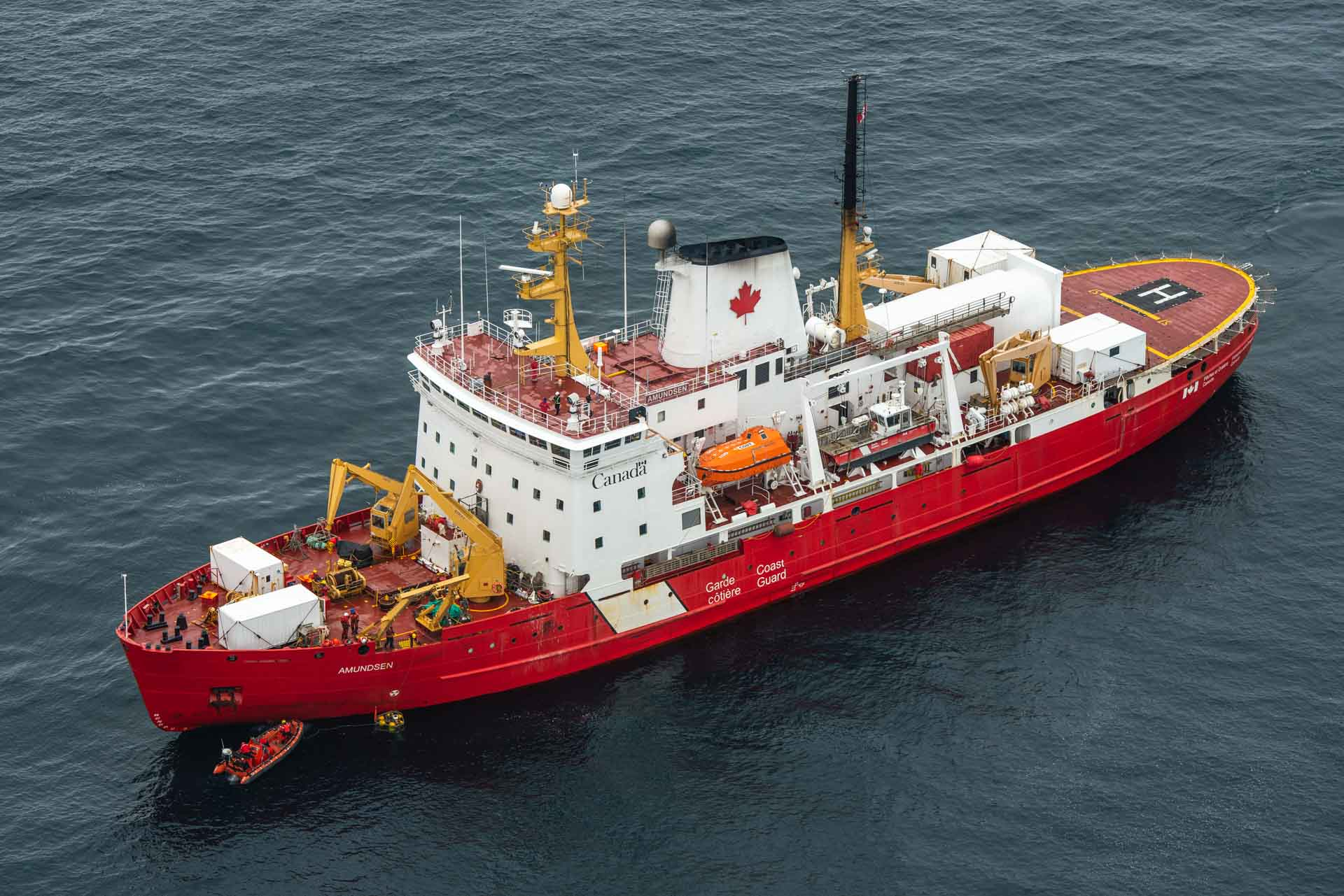 The CCGS Amundsen showing the lander alongside, (c) Alex Ingle, ELU Images