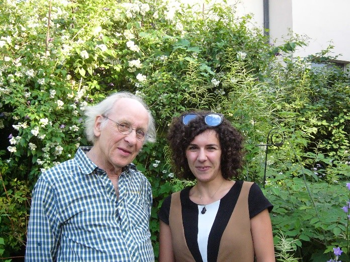 Image of Íris Sampaio (right) with Dr. Manfred Grasshoff (left) at Senckenberg Museum, Frankfurt, Germany
